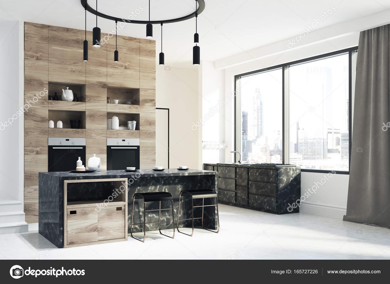 Cucina in legno e in marmo porta sdie u foto stock