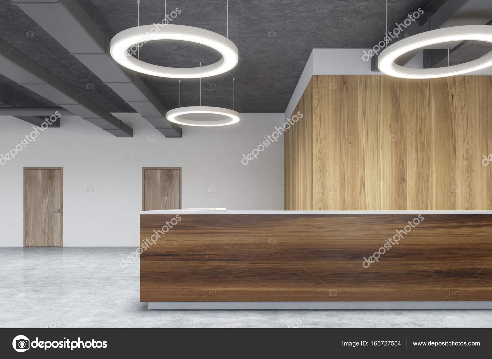 Sombre bois réception au bureau de lampe rond gris u photographie