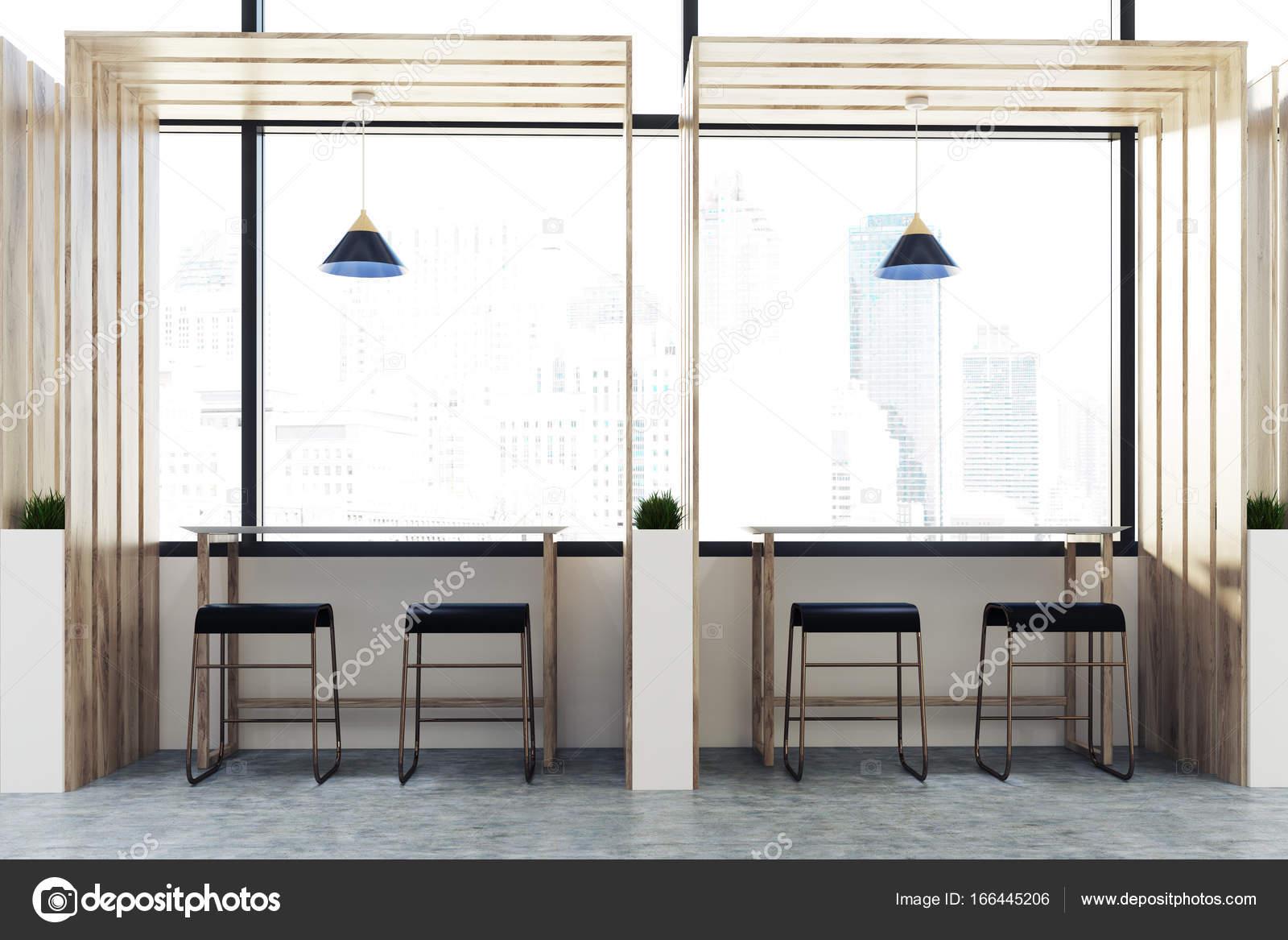 Sgabelli Cucina Quadrati : Tavoli e sgabelli interni di legno del caffè u foto stock