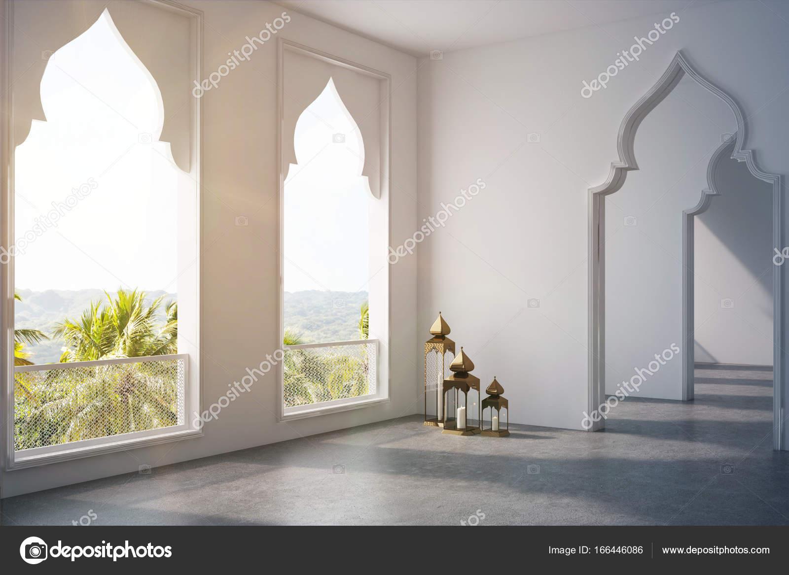 Salle vide portes de style arabe fen tre c t tonifi e photographie denisismagilov 166446086 for Cote fenetre standard