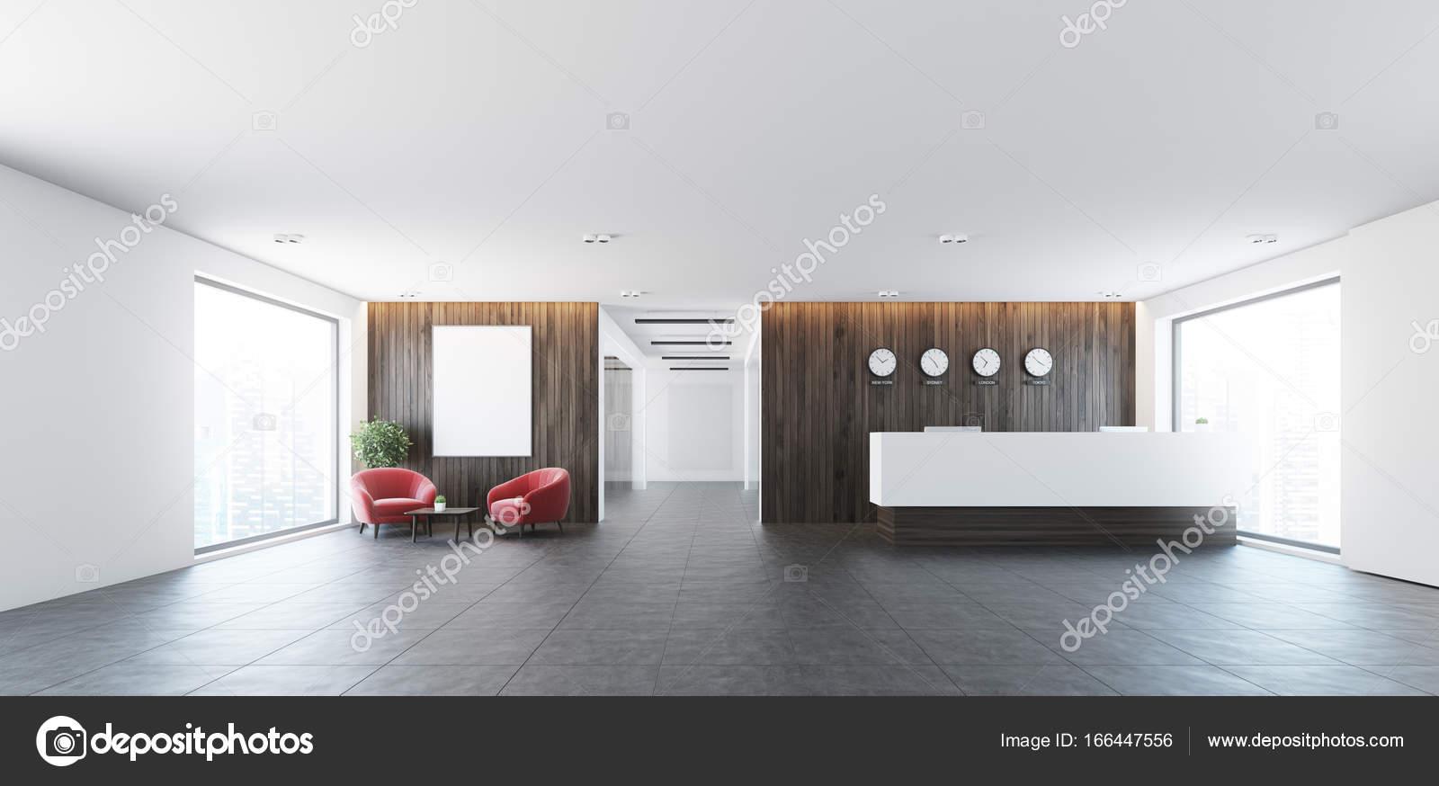 Poltrone Ingresso Ufficio : Poltrone di rosso e tabella di ricezione u foto stock