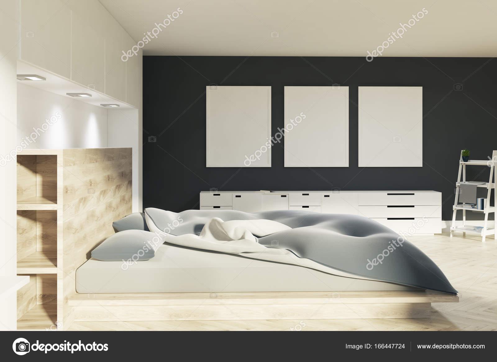 Chambre blanche et noire, côté trois affiches — Photographie ...