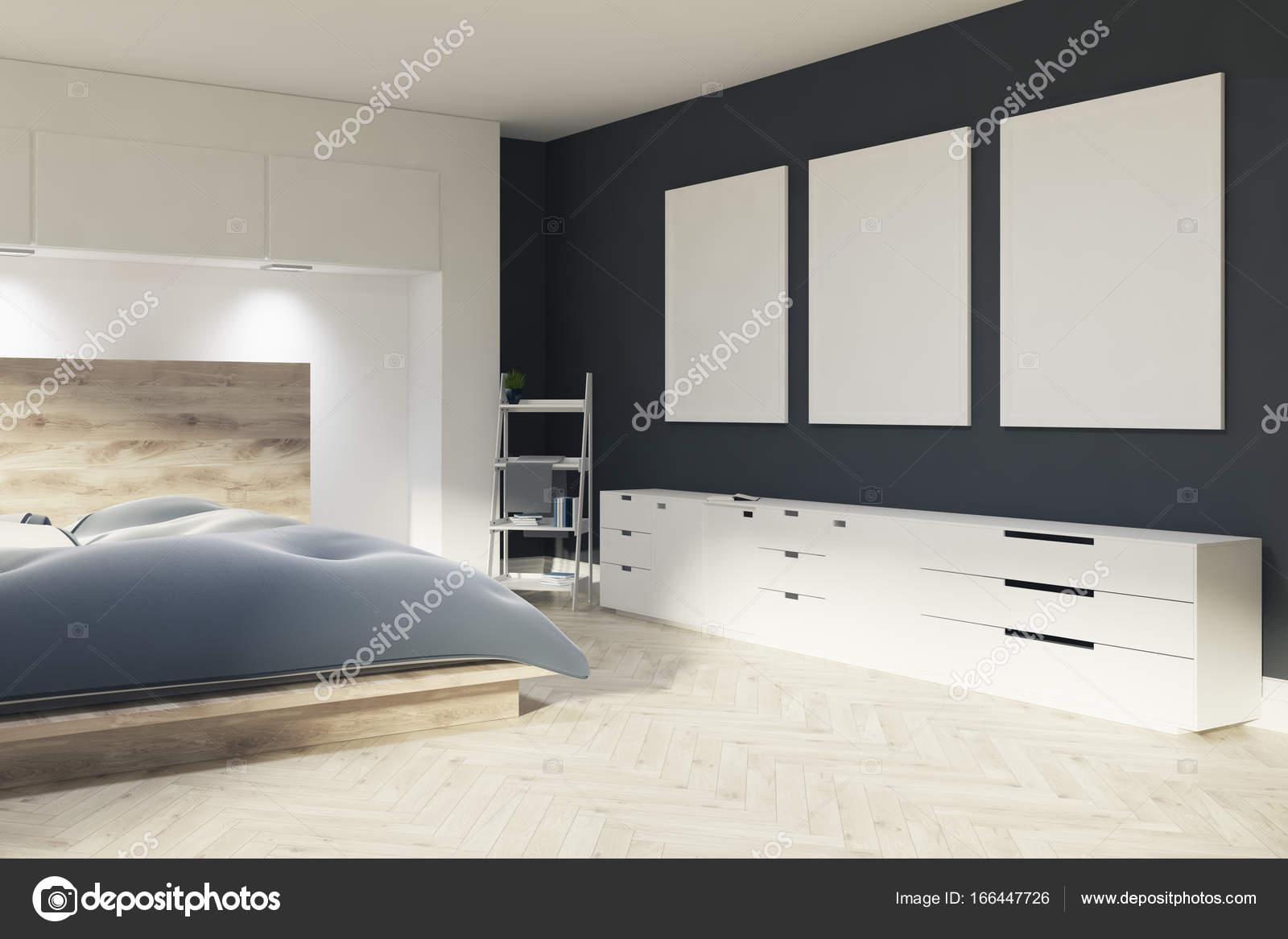 Witte en zwarte slaapkamer, drie posters — Stockfoto ...