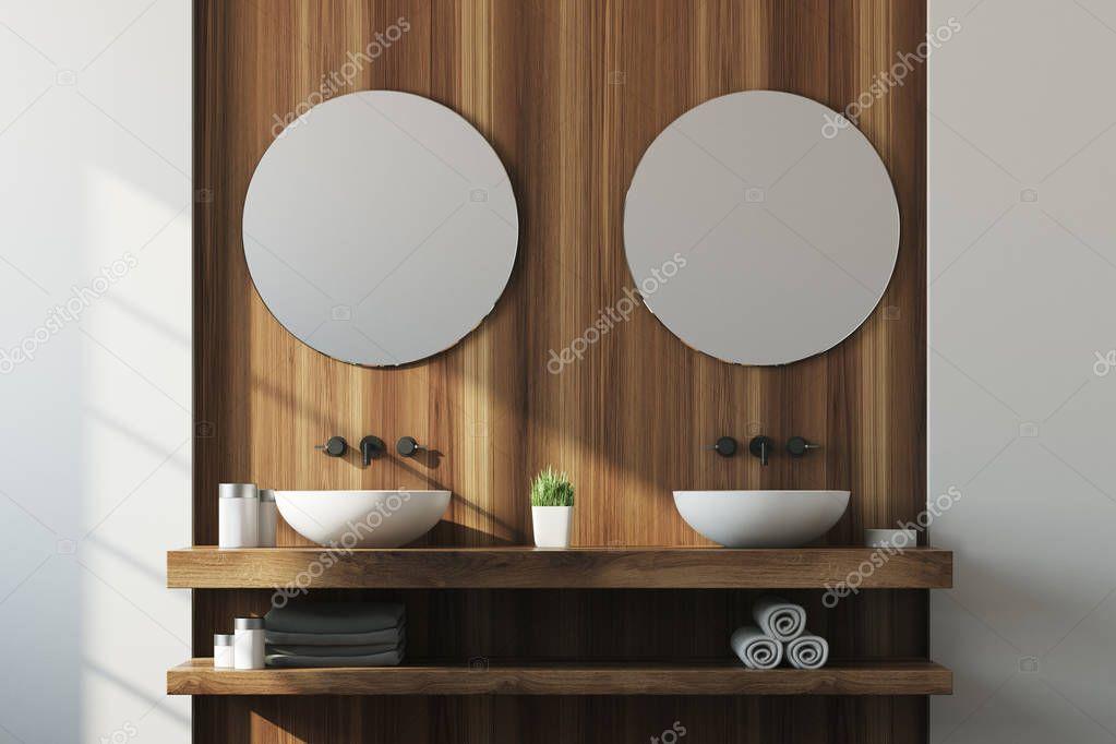 Bagno in legno e bianco doppio lavello foto stock denisismagilov 166448174 - Bagno con doppio lavello ...