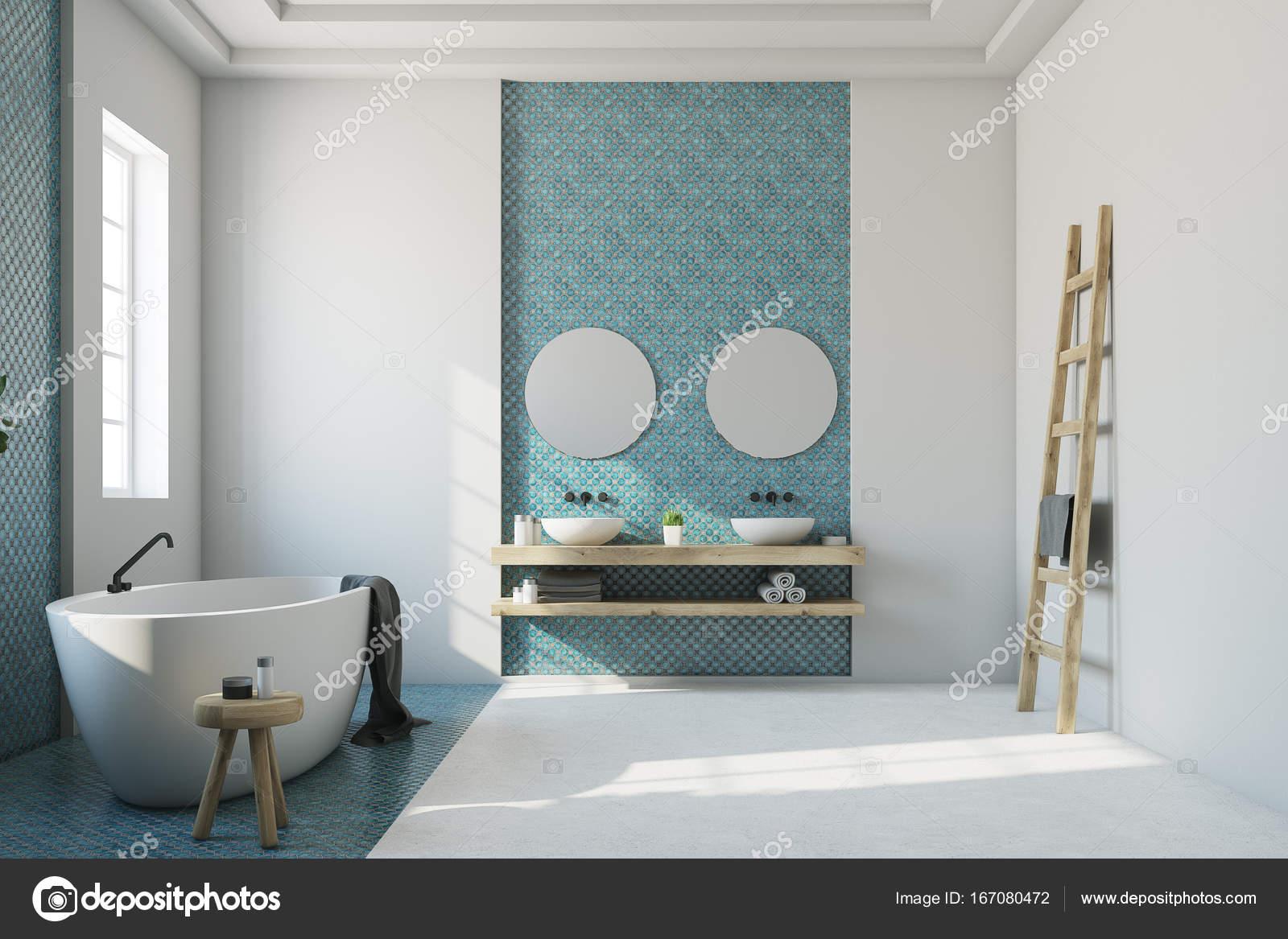 Bagno Blu E Bianco Bianco Vasca Lavello Foto Stock