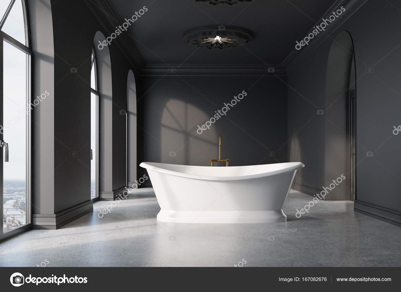 Salle de bains gris foncé, baignoire blanche original — Photographie ...