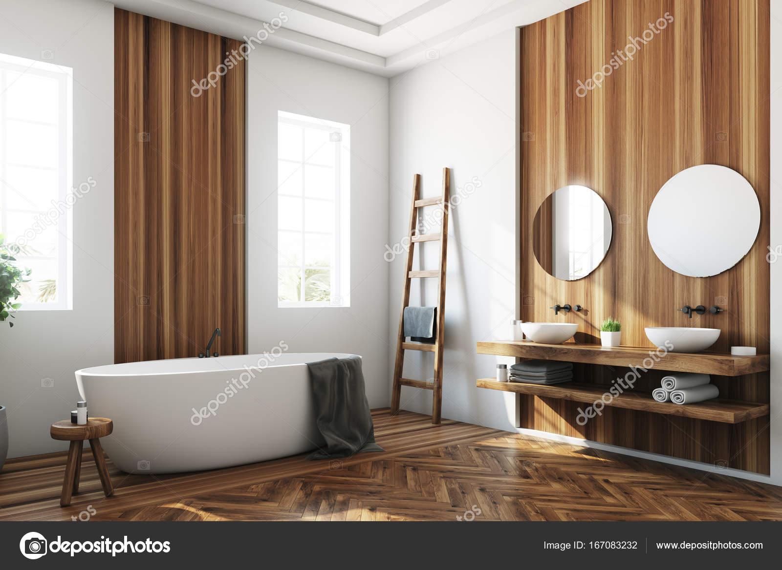 Bagno Legno Bianco : Lato vasca bagno bianco e legno bianco u foto stock