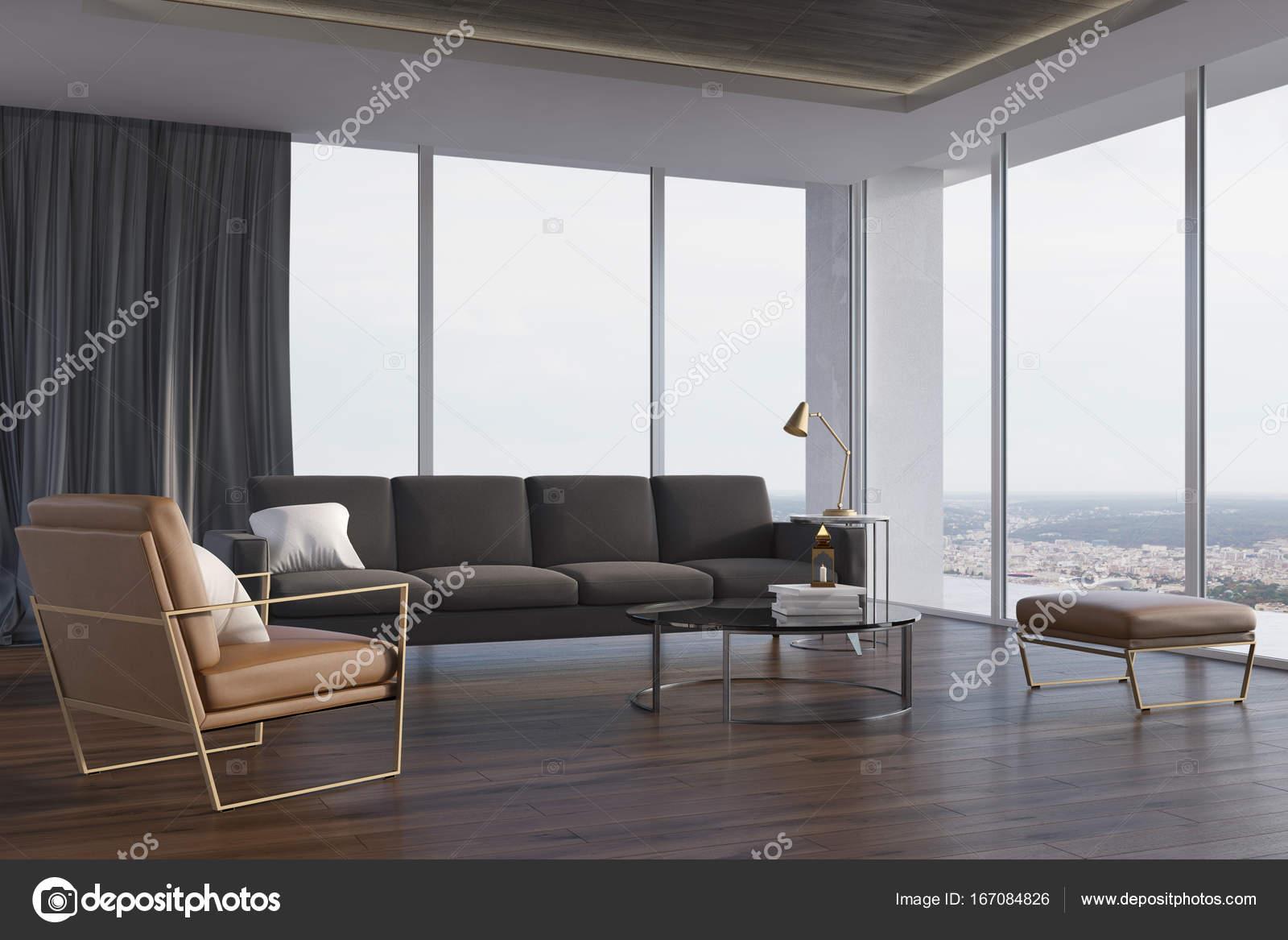 Loft woonkamer, grijze bank en fauteuil, kant — Stockfoto ...