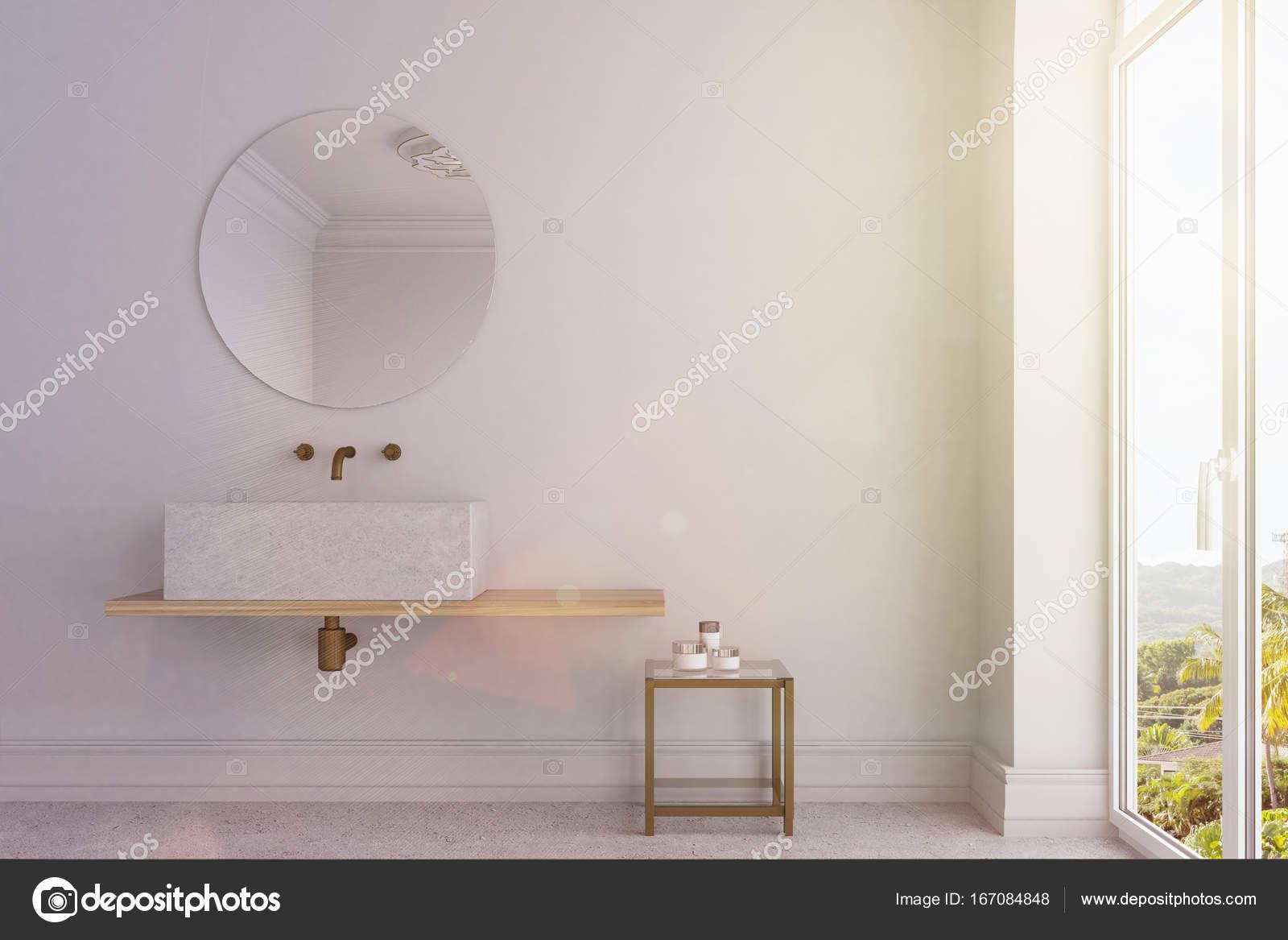 Witte Badkamer Wastafel : Witte badkamer marmeren wastafel en spiegel toned u stockfoto