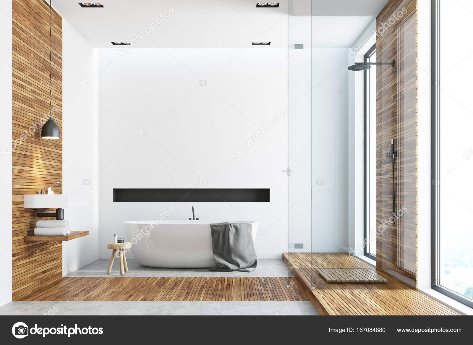 Bagno Legno E Bianco : Bagno in legno e bianco round idromassaggio u foto stock
