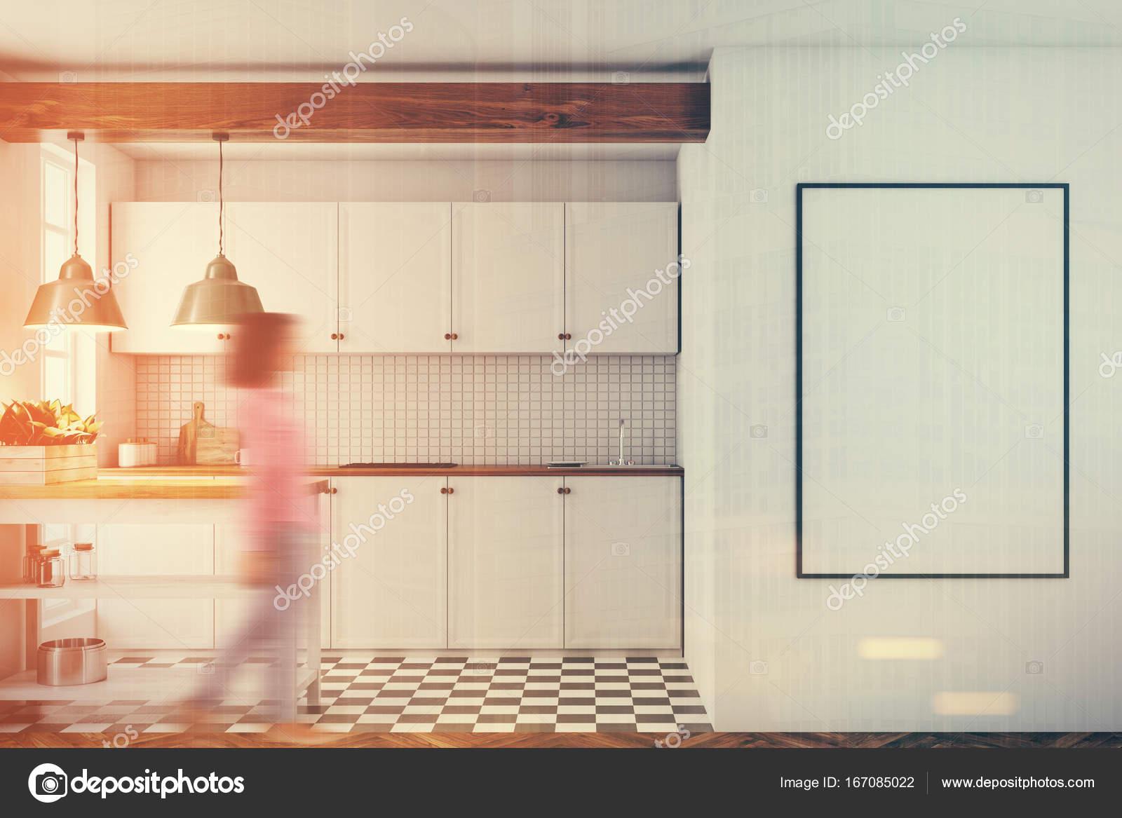 Cucina bianca interni, piastrelle piano, poster tonica — Foto Stock ...