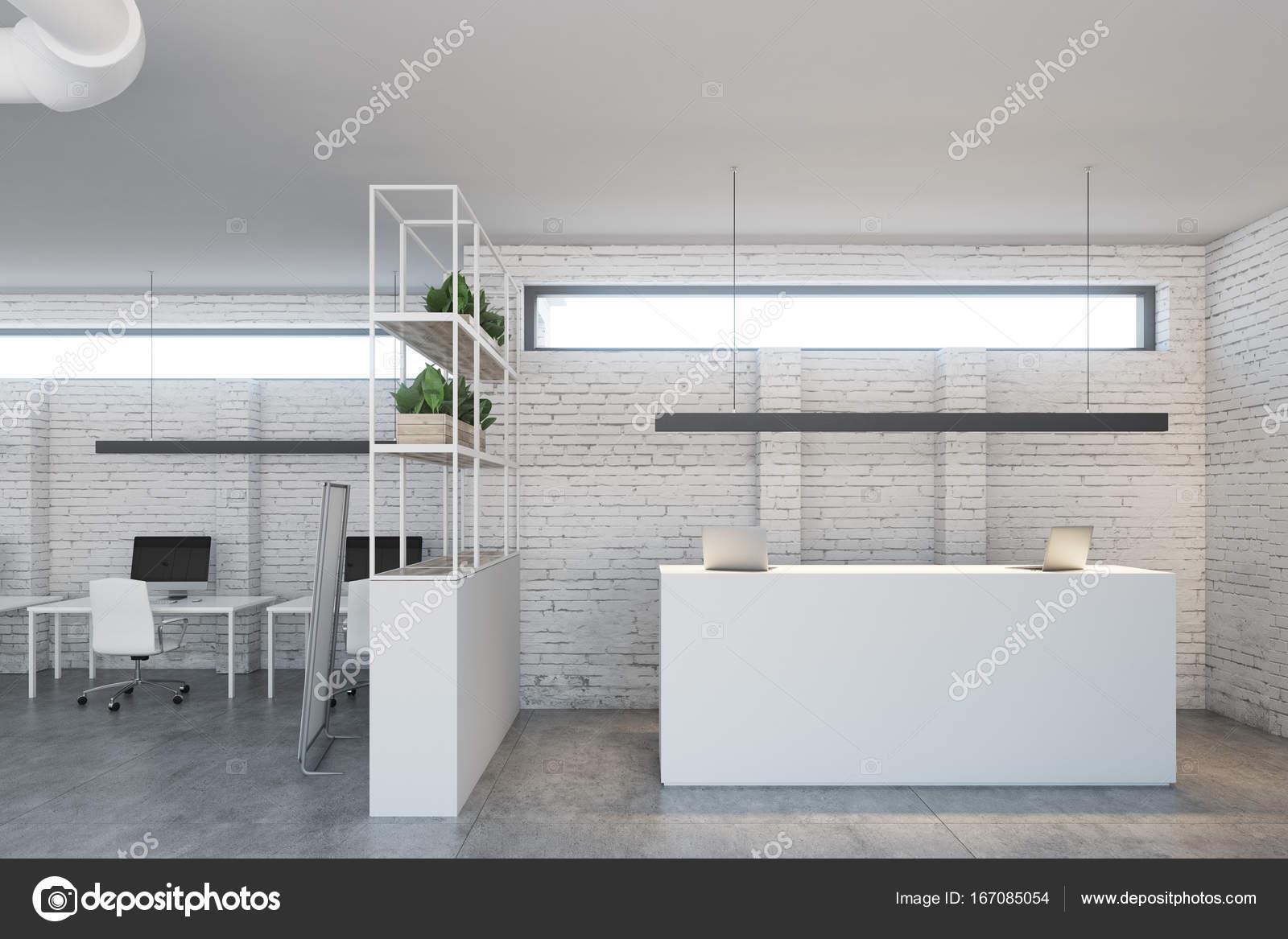 Reception Ufficio Bianco : Reception ufficio bianco bianco del mattone u foto stock