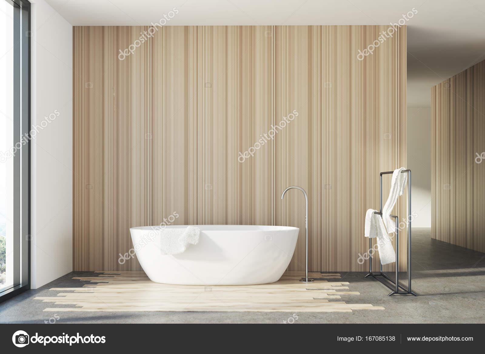 Vasca Da Bagno In Legno : Vasca da bagno in legno bianco u foto stock denisismagilov