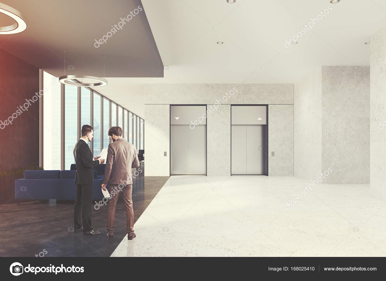 Wartebereich in Büro, Aufzüge, Leute — Stockfoto © denisismagilov ...