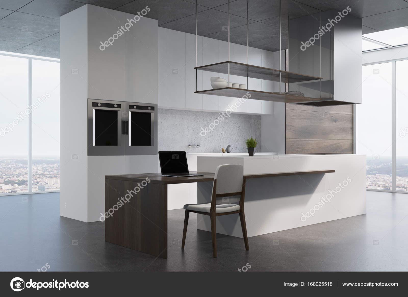 Vista Laterale Di Bianco E Legno Cucina Contatore Foto Stock