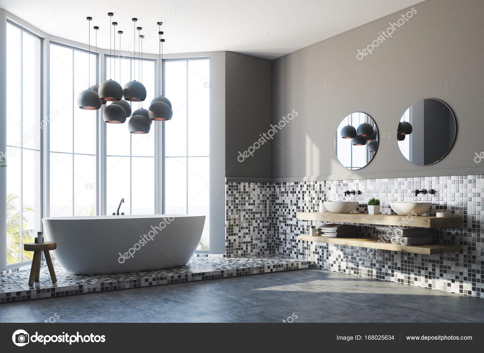 Grijze badkamer interieur, ligbad en wastafel, kant — Stockfoto ...