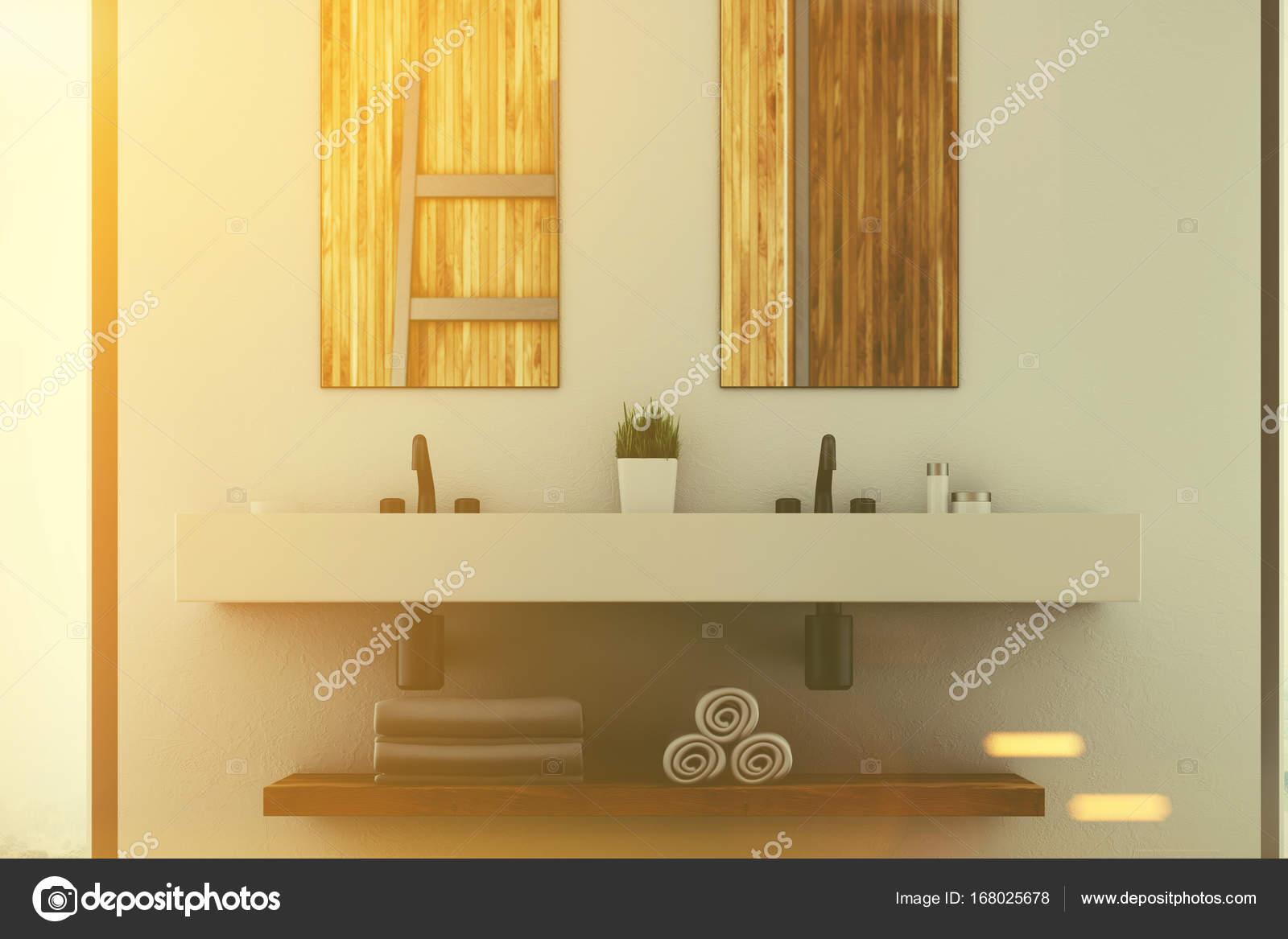 Witte badkamer, dubbele wastafel, spiegels toned — Stockfoto ...