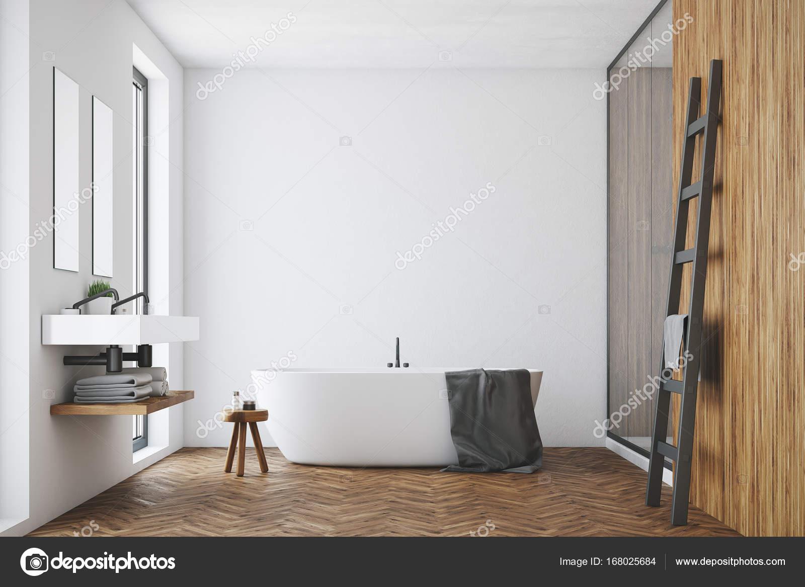 weiß und holz bad, weiße wanne — stockfoto © denisismagilov #168025684