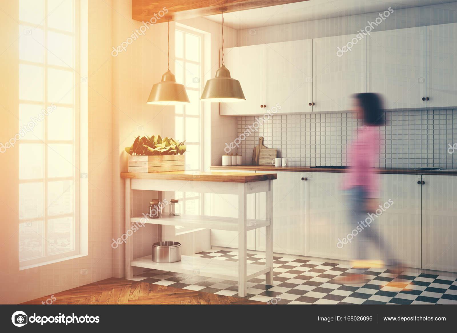 Cucina bianca interni piastrelle piano lato tonico u foto stock
