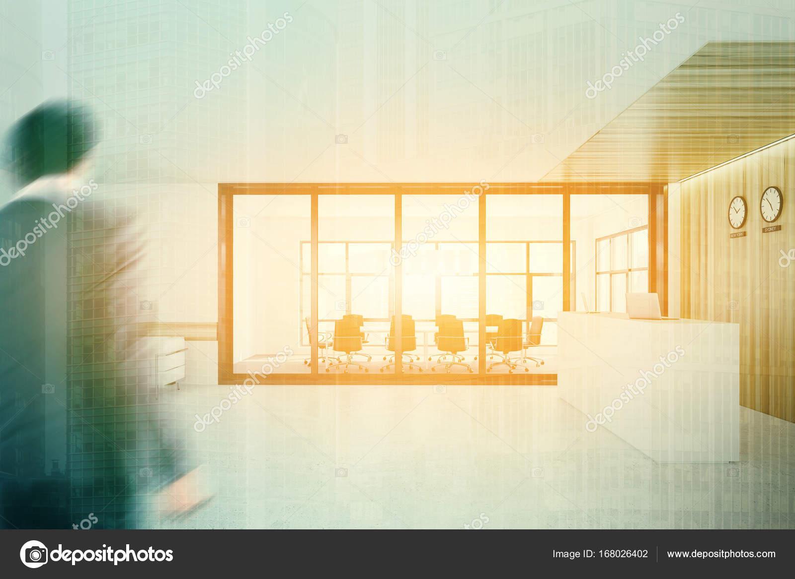 Ufficio Bianco E Legno : Bianca e legno della reception sala riunioni doppio u foto stock