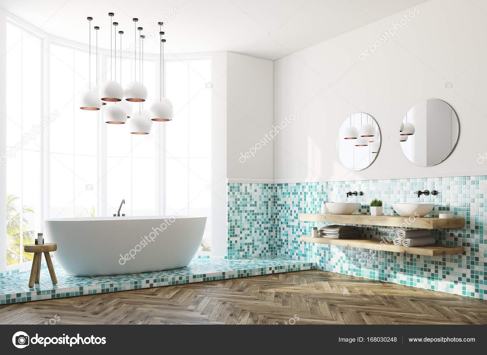 Groene badkamer interieur, ligbad en wastafel, kant — Stockfoto ...