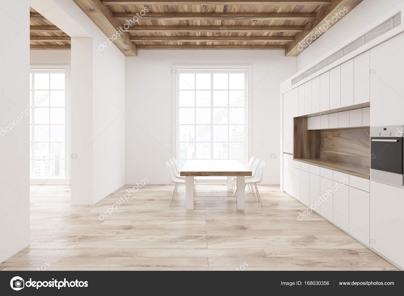 Soffitti In Legno Bianco : Sala da pranzo con i fasci di legno del soffitto bianco fotografia
