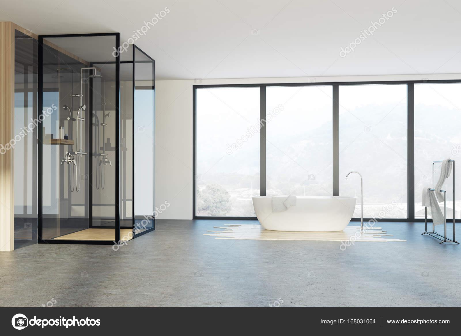 Na Poddaszu łazienka Prysznic I Wanna Zdjęcie Stockowe