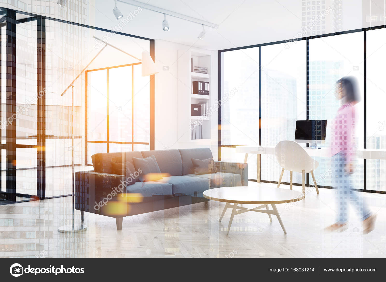 Wit woonkamer interieur, grijze bank, kant dubbel — Stockfoto ...