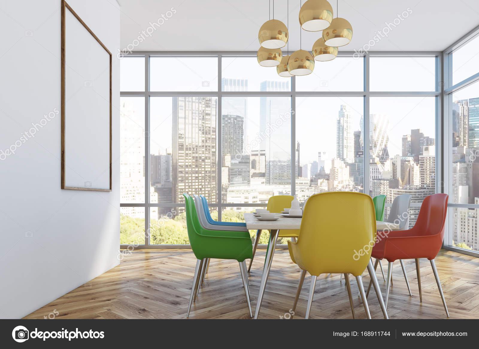 Esszimmer mit bunten Stühlen, Seite — Stockfoto ...