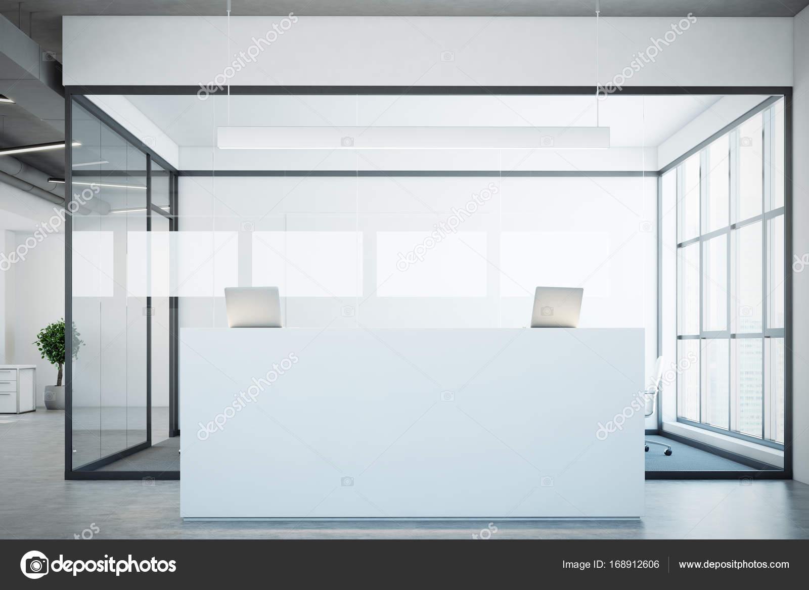 Weiße Rezeption in der Nähe einen Konferenzraum, Glas — Stockfoto ...