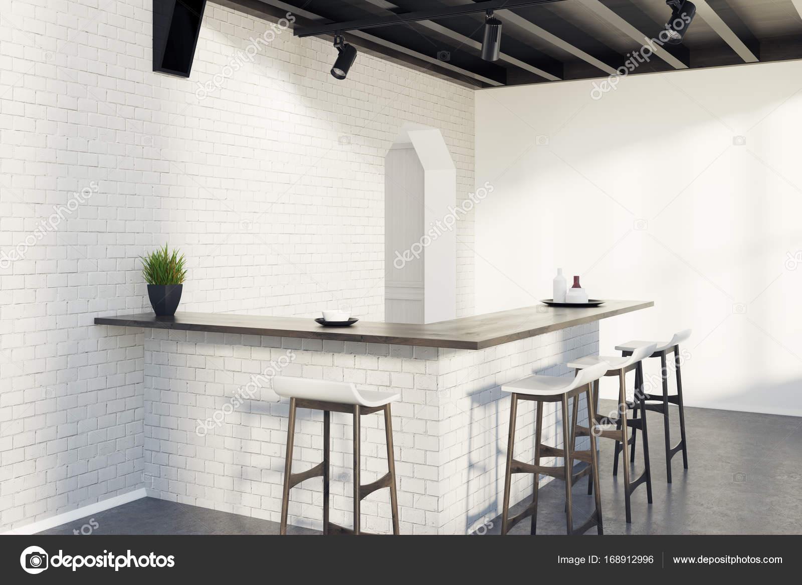 Ziegel-Küche-Bar, Hocker und eine Tür, graue Ecke — Stockfoto ...