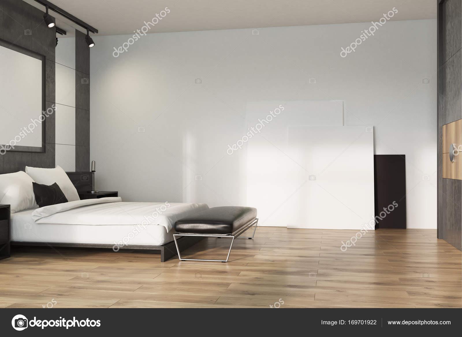 Grijze loft slaapkamer, poster op verdieping — Stockfoto ...