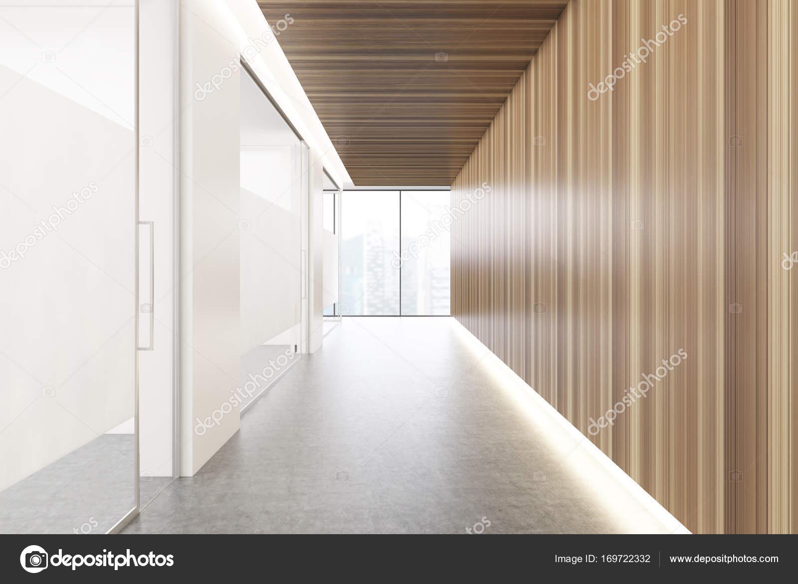 Witte houten kantoor gang u stockfoto denisismagilov