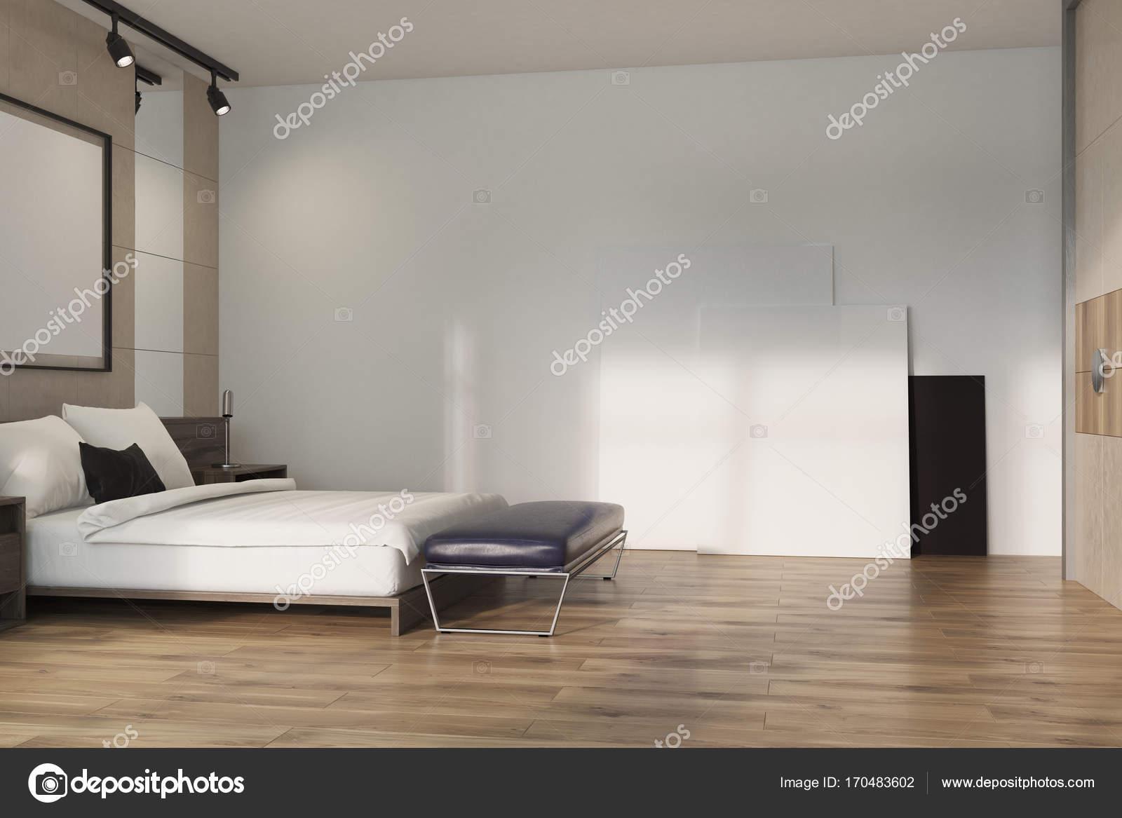Beige loft slaapkamer, poster op verdieping — Stockfoto ...