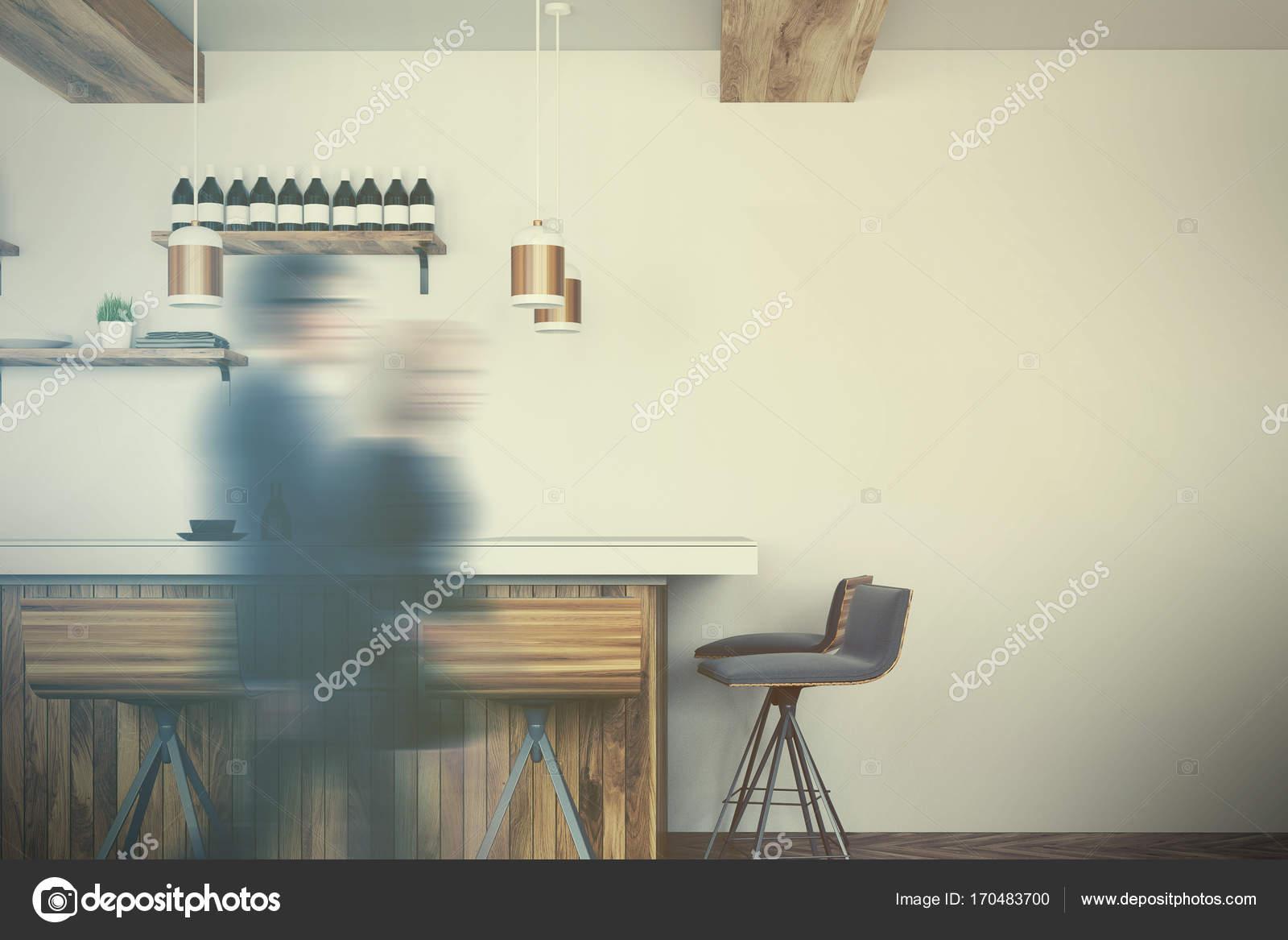 Bar in legno stand con sgabelli tonica u2014 foto stock © denisismagilov