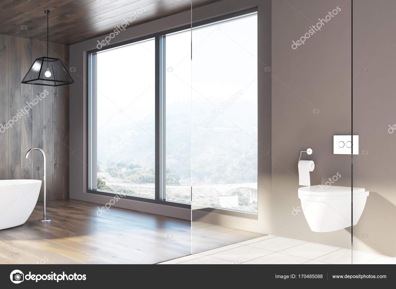 Loft badkamer houten muren, een wit bad, WC — Stockfoto ...