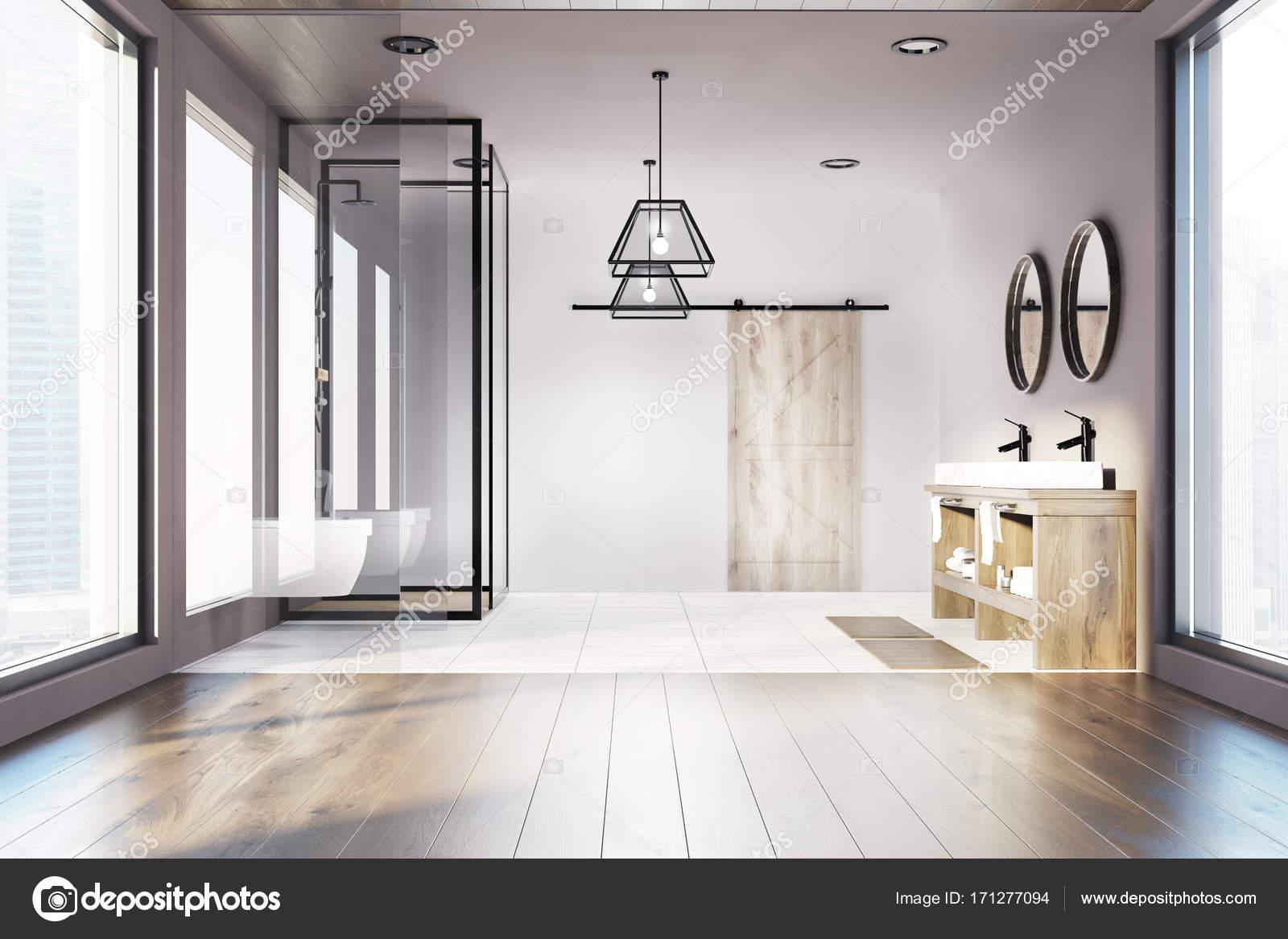 Soppalco in legno bagno doppio lavandino doccia u foto stock