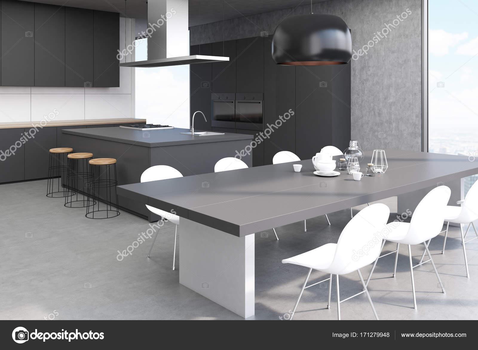 Concrete interieur grijze keukentafel kant u stockfoto