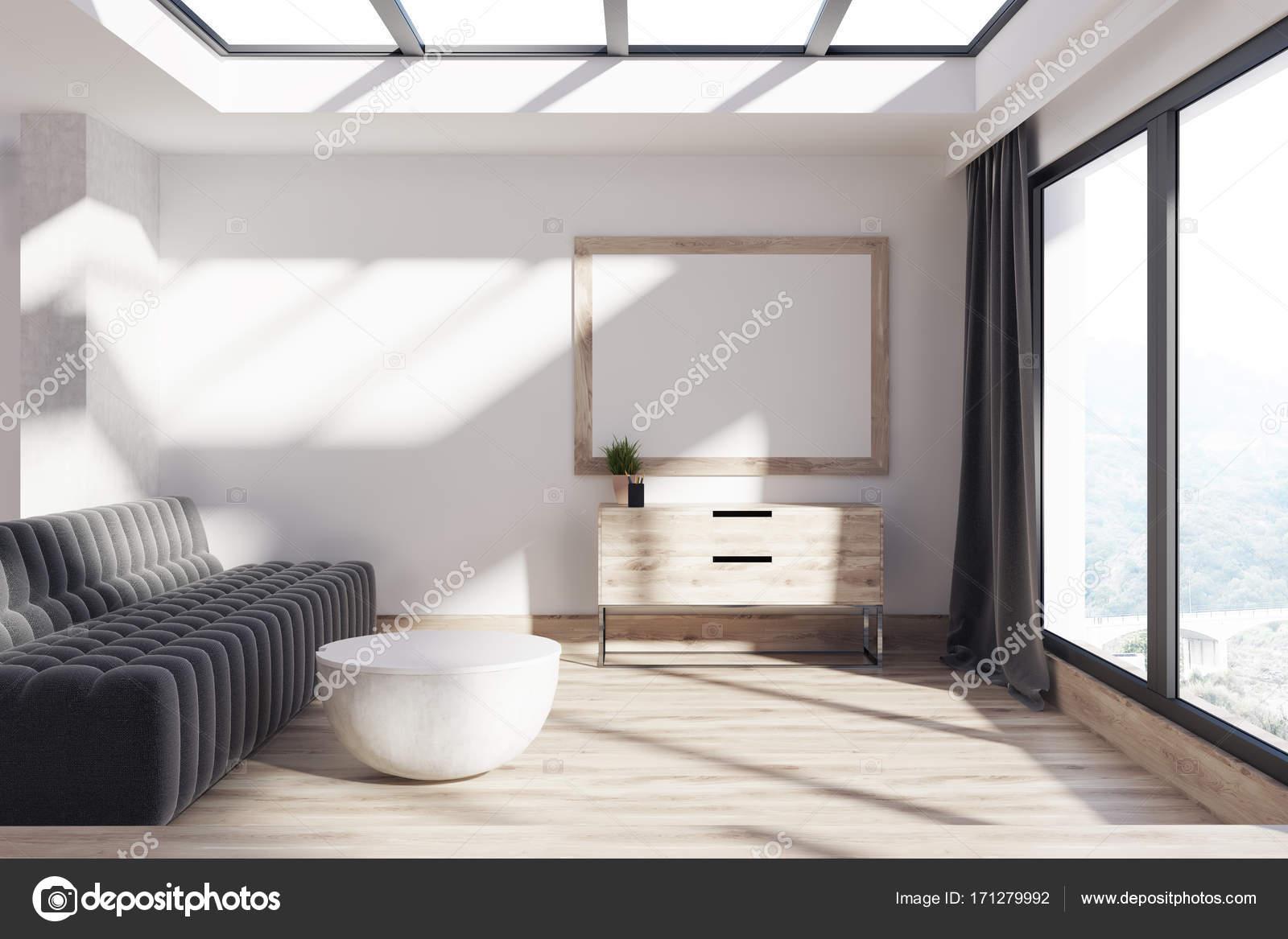 Minimalistische woonkamer sofa en poster u stockfoto