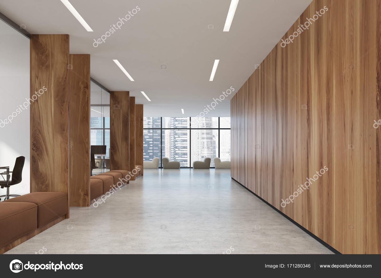 Poltrone Ingresso Ufficio : Divani di corridoio marrone di ufficio in legno u foto stock