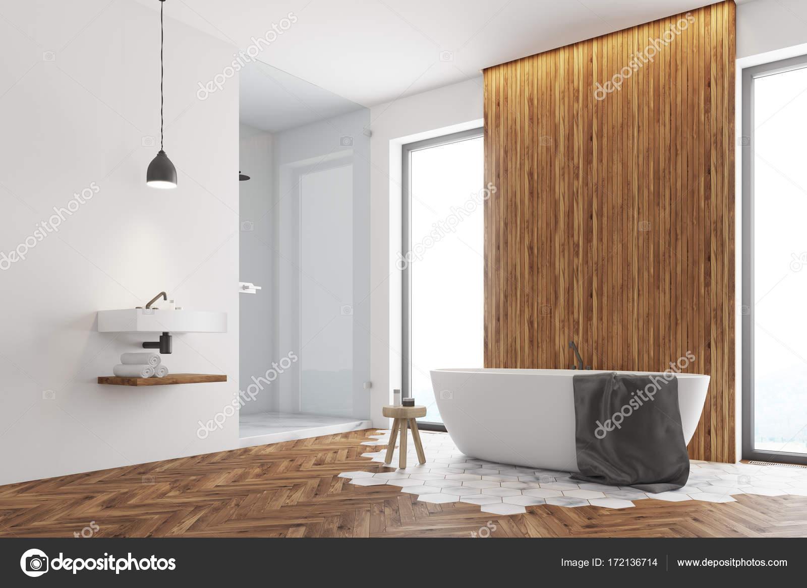 Bagno Legno Bianco : Angolo bagno in legno bianco e scuro u foto stock denisismagilov