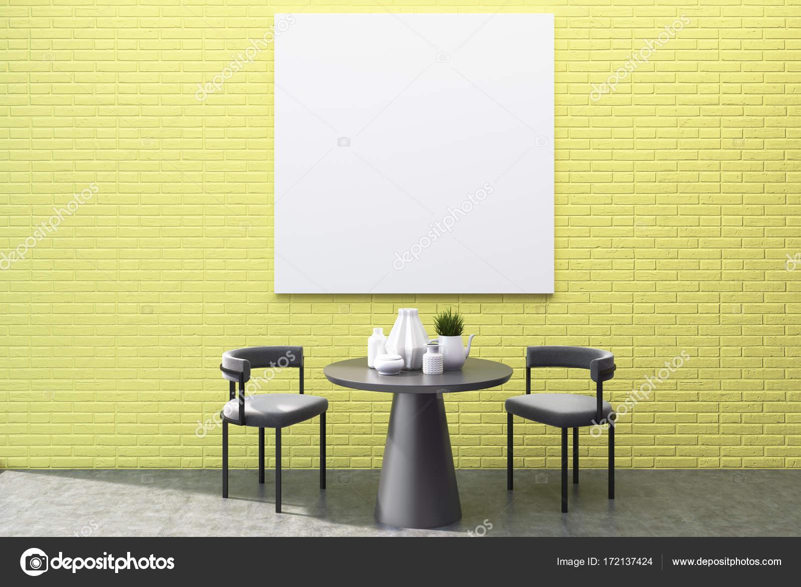 Gelbe wand esszimmer interieur quadratische plakat u2014 stockfoto