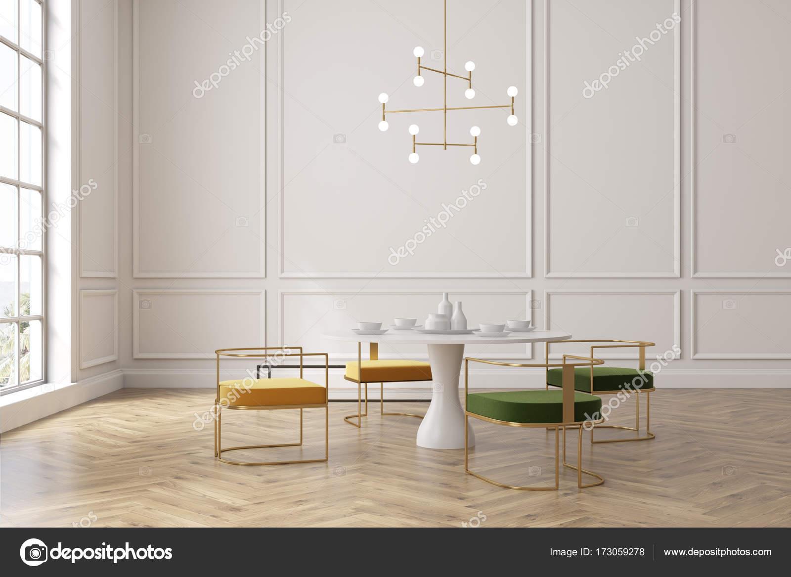 Loft Speisesaal Gelbe Und Grune Stuhle Tisch Stockfoto