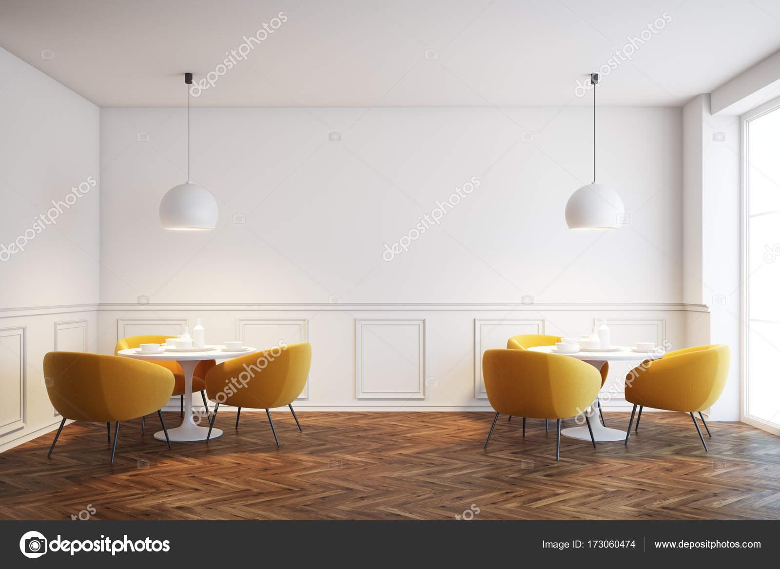 Witte café interieur met oranje stoelen — Stockfoto © denisismagilov ...