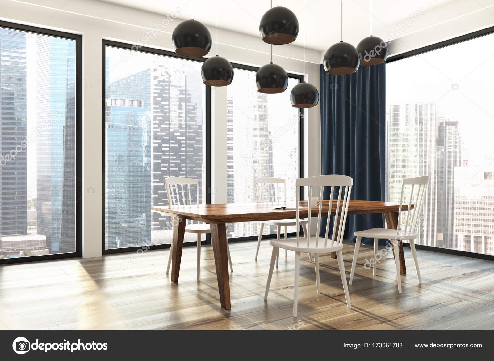 Comedor cortinas azul, vista lateral — Foto de stock ...