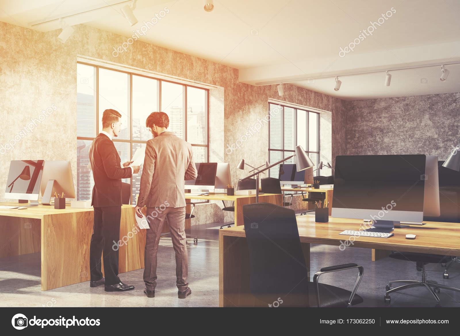 Espace ouvert béton bureau intérieur bois aux tons u2014 photographie