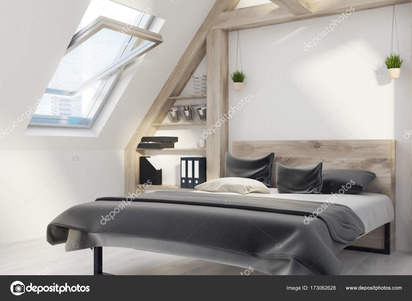 Lato interno camera da letto mansarda — Foto Stock © denisismagilov ...