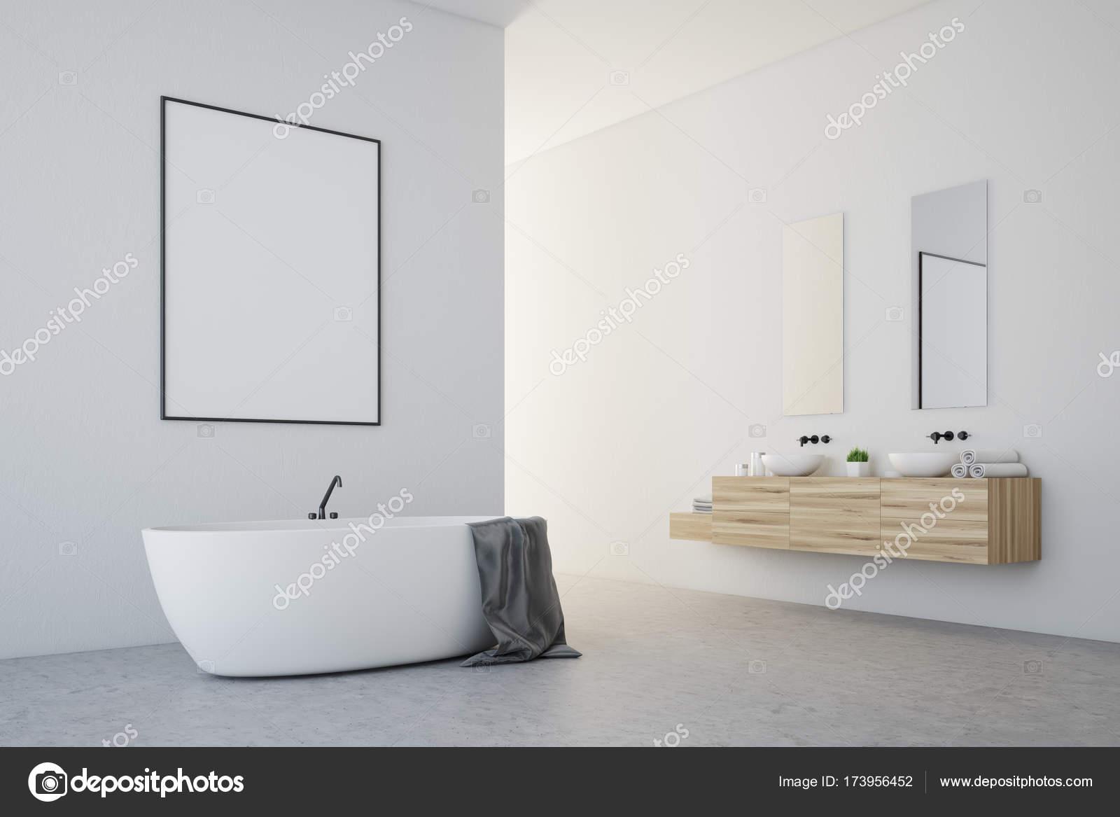 Baño blanco con un cartel, lado — Fotos de Stock © denisismagilov ...