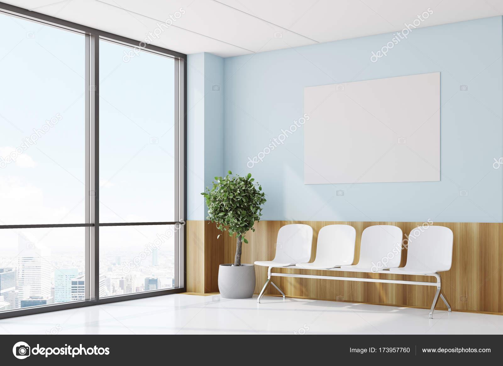 Niebieski I Drewniane Szpital Korytarz Po Stronie Plakat