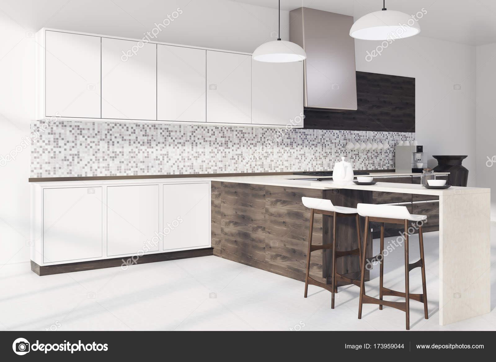 Cocina mosaico, madera de la barra lado oscuro — Fotos de Stock ...